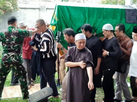 Ustaz Yusuf Mansur Antar Ayahanda ke Peristirahatan Terakhir