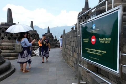Candi Borobudur Ternoda Permen Karet