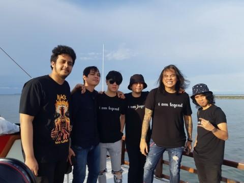 Dua Personel Element Rilis Kanal YouTube dari Atas Kapal Phinisi