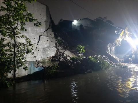 Turap Jebol, Ratusan Rumah di Depok Terendam Banjir