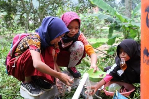 Sebulan Kekeringan, Warga Ciladaeun Kembali Mengakses Air Bersih