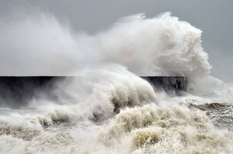 Terbawa Badai Dennis, 'Kapal Hantu' Terdampar di Irlandia
