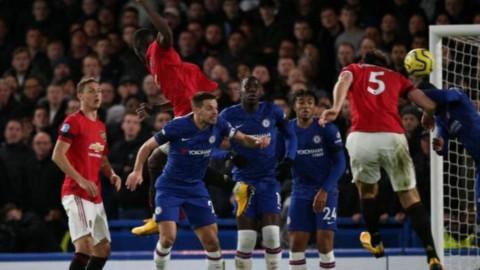 Manchester United Curi Poin di Stamford Bridge