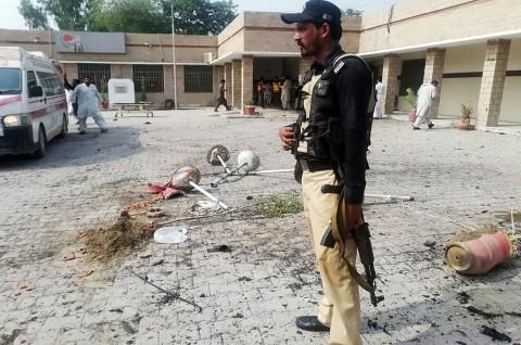 Tim Polio Pakistan Terkena Bom, 1 Polisi Tewas