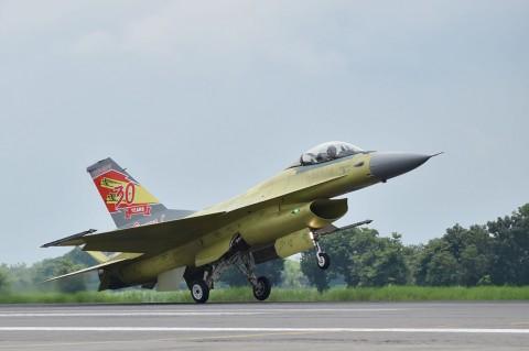 Selesai Upgrade, Pesawat Tempur F-16 Jalani Test Flight