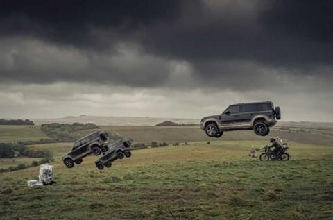 Sekuel James Bond Terbaru, 'Siksa' Land Rover Devender