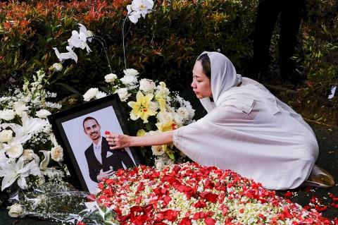 Duka BCL Saat Pemakaman Mendiang Suaminya Ashraf Sinclair