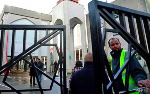 Seorang Muazin Ditikam di Masjid London saat Salat