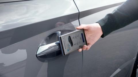 Teknologi Mobil Masa Depan, Buka Pintu Hanya Scan Gawai