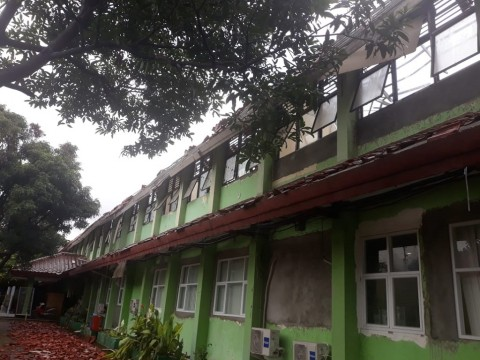 Atap Ruang Kelas SMKN 24 Jakarta Ambruk