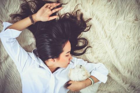 Benarkah Tidur Telentang usai Bercinta Lebih Cepat Hamil?