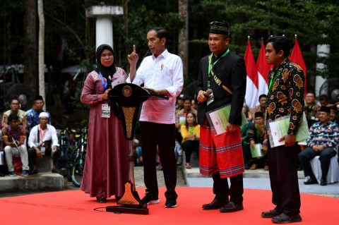 Presiden Serahkan SK Perhutanan Sosial