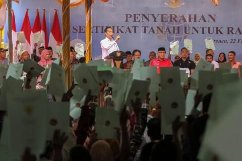 Presiden Serahkan Sertifikat Tanah untuk Rakyat Aceh