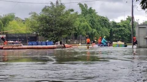 Jalan Sunter ITC Cempaka Mas Ditutup Akibat Banjir