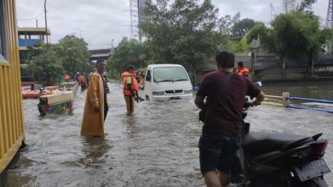 Sebagian Warga Jakarta Mengungsi karena Banjir