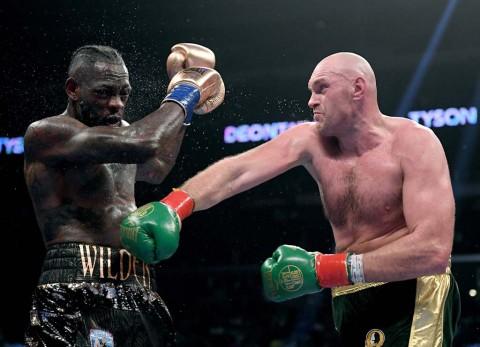 Pukul Jatuh Wilder, Tyson Fury Rebut Sabuk Kelas Berat