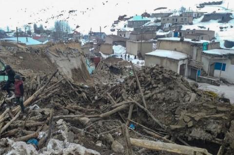 Gempa Turki-Iran Tewaskan 9 Orang, Rusak Ratusan Rumah