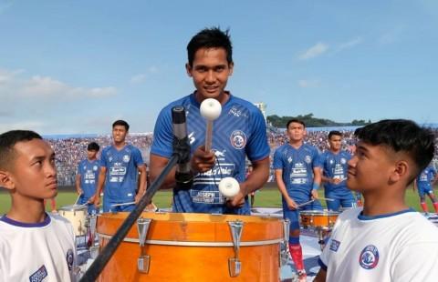 Pemain Arema Merasakan Perjuangan Suporter Lewat Parade Bas Drum