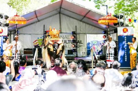 Tarian Barong Bali Dapat <i>Standing Ovation</i> di Canberra
