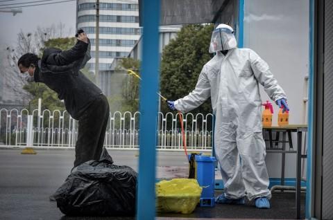 Tiongkok Turunkan Level Karantina Korona di Wuhan
