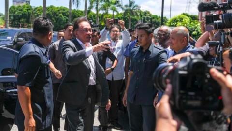 Anwar: Nama Mahathir Dicatut untuk Bentuk Koalisi Baru