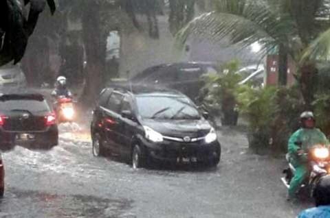 Benarkah Rem Mobil Tak Pakem Usai Libas Banjir?