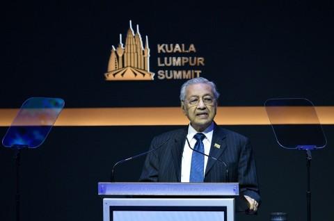 Azmin Ali Klaim Selamatkan Mahathir dari Konspirasi