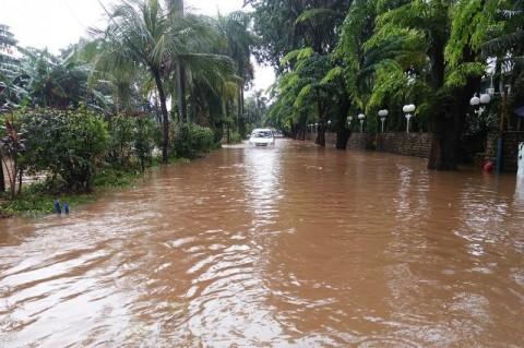 Saat Masih Bertahan ketika Banjir