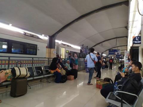 KA dari Jakarta Terlambat Tiba di Surabaya