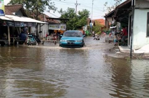 Trik Mudah Atasi Kopling Sedan Macet Usai Terjang Banjir