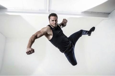 Bobby Holland Hanton, Stunt Profesional di Balik Sederetan Laga Film Hollywood
