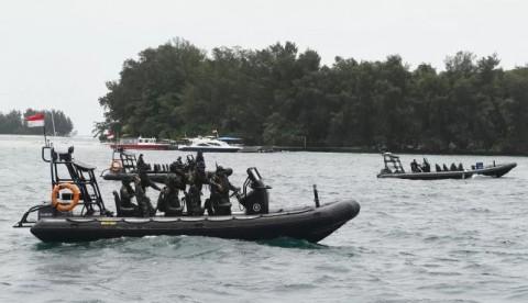 Kopaska dan Polair Sterilisasi Perairan Pulau Sebaru