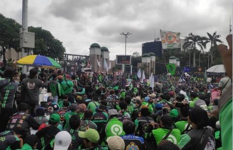 Lalin Sekitar DPR Dialihkan Imbas Demo Ojol