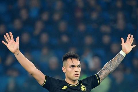 Barcelona dan Real Madrid Rebutan Striker Inter Milan