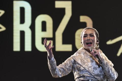 Aksi Reza Artamevia di Java Jazz Festival 2020