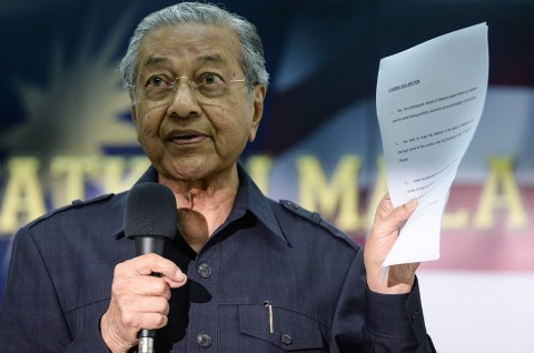 Mahathir Pertanyakan Keabsahan PM Baru Malaysia