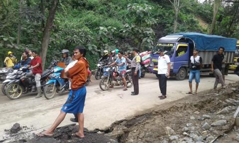 Polisi Rekayasa Jalur Alternatif Puncak Bogor
