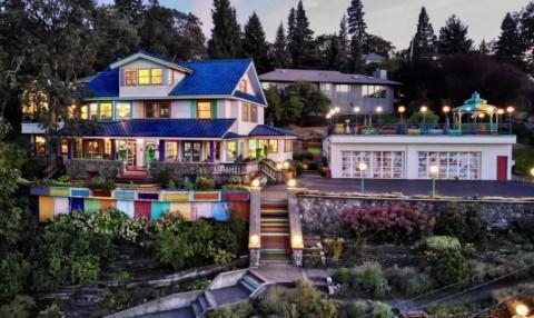 Rainbow House, Hunian yang Berusia Ratusan Tahun