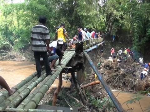 Jembatan Ambruk di Pakisaji Malang Putus Akses Dua Desa