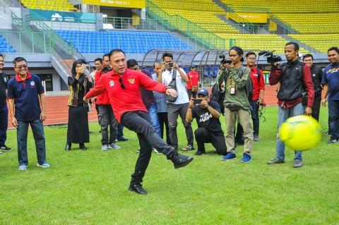 Ketum PSSI Tinjau Stadion Patriot Chandrabhaga Bekasi