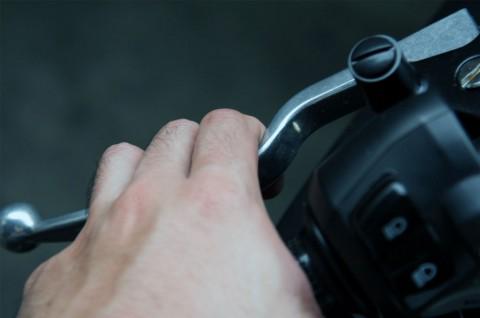 Tujuh Langkah Aman Mengendarai Motor Kopling