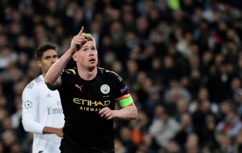 Cedera Bahu, De Bruyne Terancam Absen di Derby Manchester