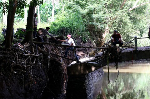Jembatan di Banyuwangi Putus Akibat Banjir