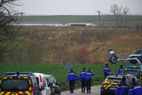 Lokomotif Kereta Cepat Prancis Tergelincir, Masinis Terluka