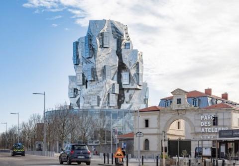 Luma Arles, Menara Aluminium yang Dibangun di Bekas Rel