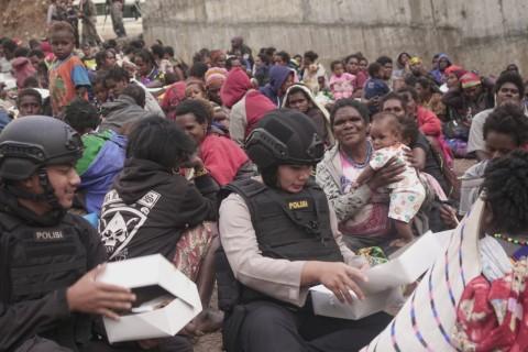 Polri Evakuasi 800 Warga Pegunungan Timika