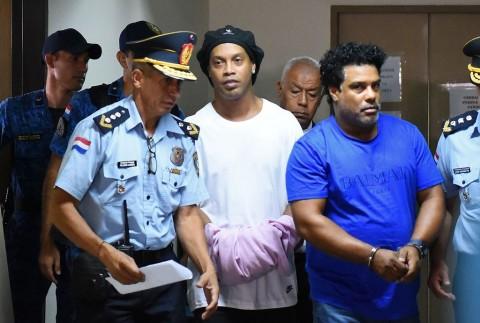Ronaldinho Belum Boleh Keluar Penjara