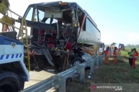 Dua Tewas Akibat Kecelakaan Bus Pariwisata di Tol Madiun-Ngawi