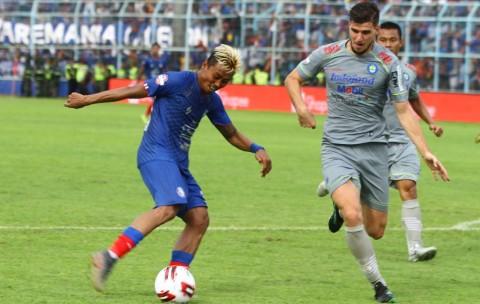 Gol Bunuh Diri dan Penalti Warnai Kemenangan Persib atas Arema
