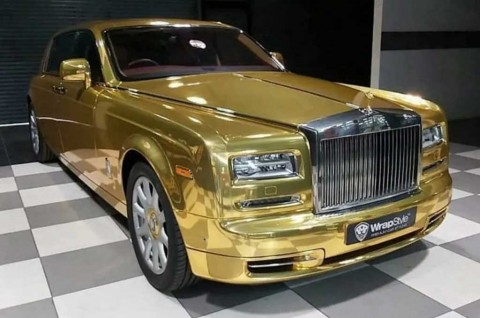 Rolls-Royce Phantom Berwarna Emas Dijadikan Taksi Mewah